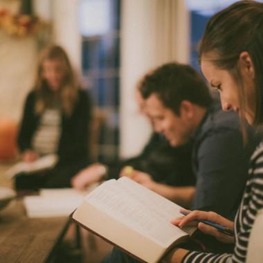 Læs E100 med dit kristne fællesskab